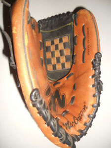 ADULT RIGHTHANDER'S BASEBALL GLOVE
