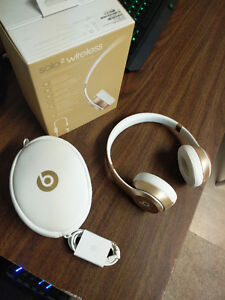Like new in box beats solo 2 wireless Windsor Region Ontario image 3