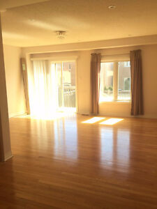 Townhouse for rent (Richmond Hill)