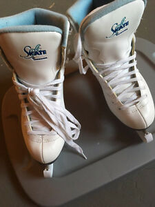 Women's Skates from Sportchek - Size 6 Kitchener / Waterloo Kitchener Area image 3