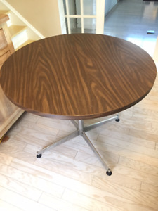 Solid Dining-Kitchen Table