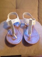 White sandals/Sandales blanches