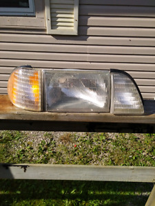 89 Ford Mustang Right side head light assembly