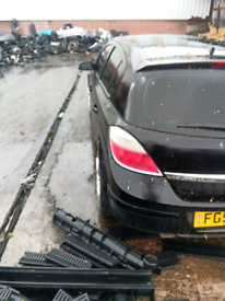 Vauxhall Astra 1.8 litre Petrol 2004 black 5 door for breaking/spares
