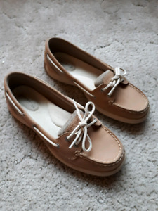 Woman's Sperry shoes