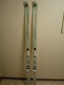 DOWNHILL ALPINE SKIS 195 CM DYNAMIC VR27