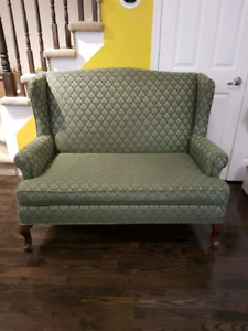 Excellent condition beautiful vintage style couch