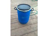 plastic barrels water tight lid