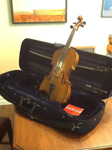 Fiddle with bow and hard case