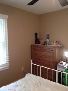 Room in house - Near Queen's Sept 1