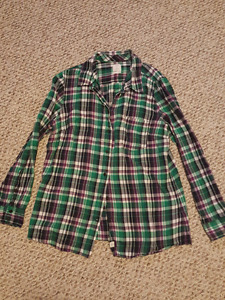 Womens clothing (shirts, gap & guess jeans)