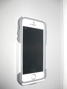 Telus I Phone 5S 16GB with Otter Box