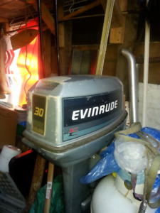30 hp Evenrude ( no bottom end ) for parts or repair.