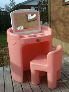 Little Tikes Vanity/Desk & Chair with Mirror