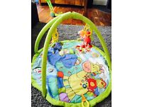 Baby play gym mat - plays songs