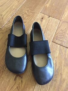 Women's camper black flats
