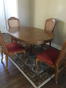 MUST HAVE!  WOOD DINING SET 4 CHAIRS AND LEAF