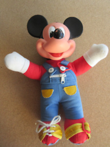 Vintage 1989 Mattel Disney Mickey Mouse Learn To Dress Me