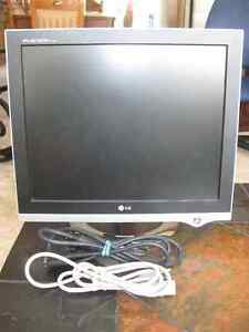 """G 17"""" Flatron Computer Screen – In Excellent Condition"""