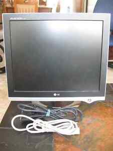 "LG 17"" Flatron Computer Screen – In Excellent Condition"