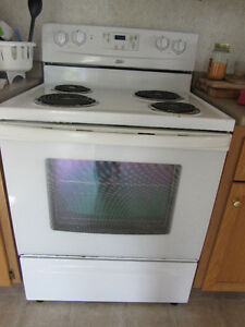 Whirlpool Electric Stove- Excellent Condition