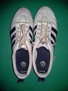 ADIDAS WOMENS SIZE 8 1/2 SOCCER SHOES