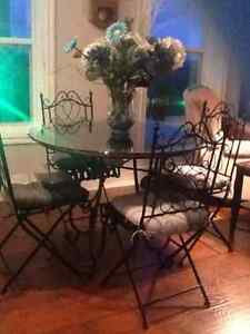 SOLD.        Charming bistro table and two chairs Belleville Belleville Area image 2