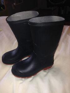 Chaussures, bottes, espadrilles, sandales, moufflons garçon Gatineau Ottawa / Gatineau Area image 5