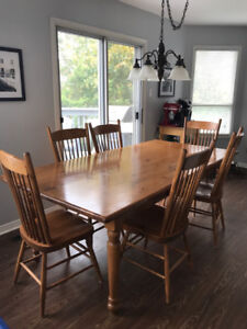 Pine Harvest table with 6 wooden chairs