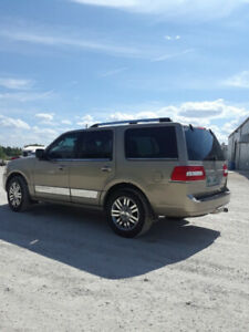 Lincoln Navigator----Excellent Condition