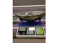 Retail weighing scales with scoop