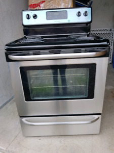 ( new ) Frigidaire black stainless steel stove ( westbank)