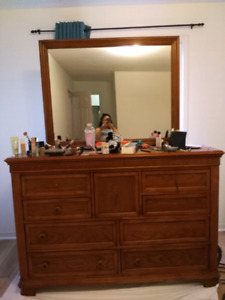 FREE DRESSERS TABLE TV STAND
