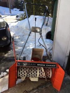 Souffleuse électrique Sunbeam Snow Champ 22 pouce
