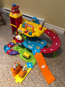 """Go Go Smart Wheels"" Garage play set"