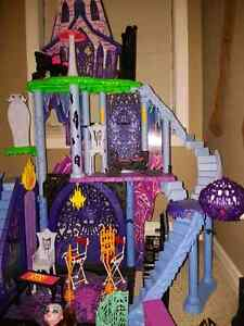 Monster High Castle & more!! Kitchener / Waterloo Kitchener Area image 2
