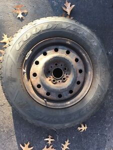 "215/70R15 Goodyear winter tires 10/32"" thread *NEW* on rims West Island Greater Montréal image 4"