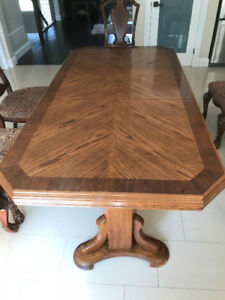 Convertible 4-6 Person Dining Table
