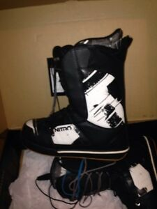 Snowboard boots and 2 sets of bindings