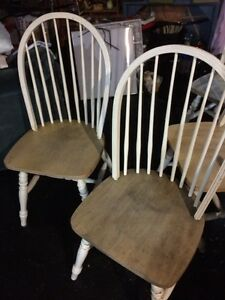 Chairs / Chaises