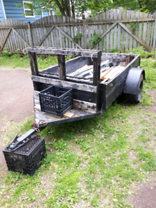 NEW PRICE!!!!Wooden trailer with hitch (8'×4')