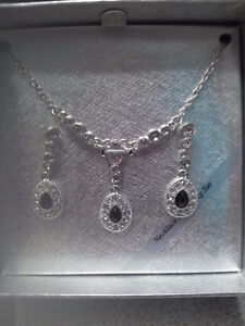 STUNNING NECKLACE/EARRINGS SET