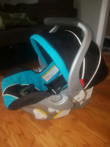 Baby Trends Baby Car seat with 2 bases