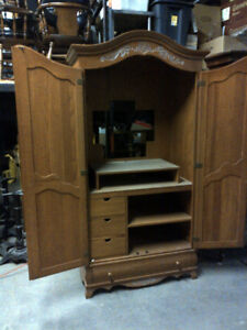 Hutch / Display Cabinet / Armoire