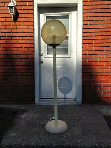 Rare - 2 Vintage Olympia Lunar Space Floor Lamp West Island Greater Montréal image 4