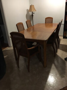 Table and 6 chairs with 2 extension