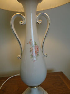 Vintage Victorian Trophy Style Table Lamp w/Pink Roses Kitchener / Waterloo Kitchener Area image 3