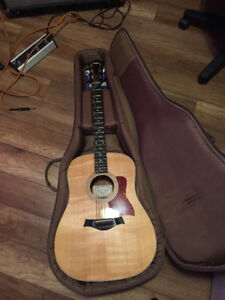 Taylor Acoustic/Electric Guitar w/Soft Case