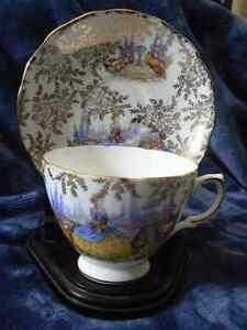 Colclough bone china teacup and saucer/Tasses et soucoupes