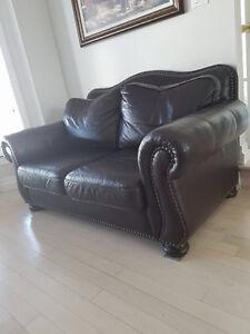 Grand sofa en cuir brun